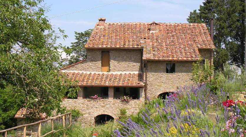 Arezzo arezzo farm agricultural land for sale for Toscana house